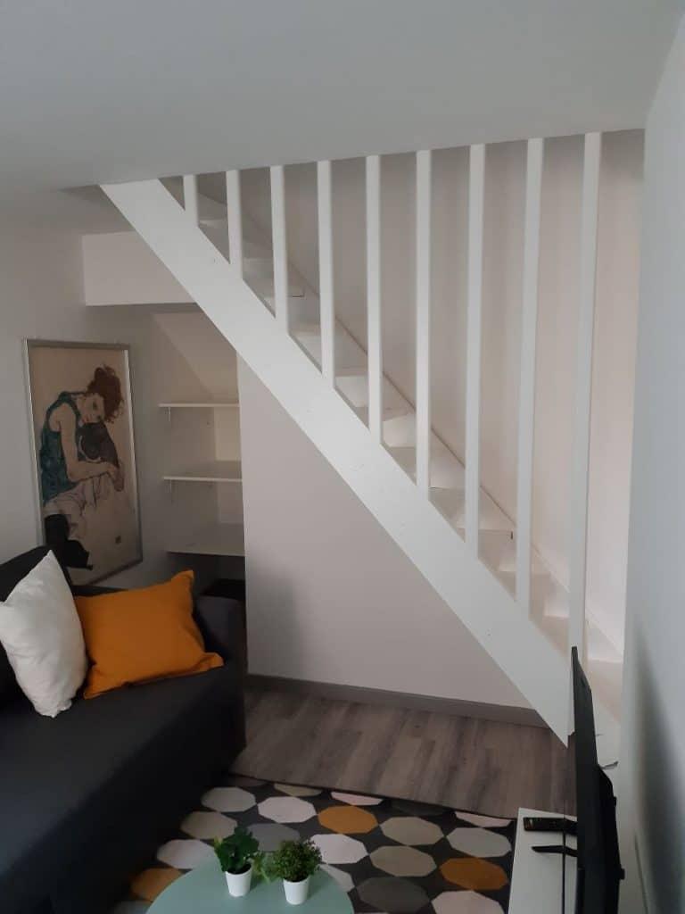 Remise aux normes du garde-corps de l'escalier - rénovation d'un appartement à à Bonnières sur Seine