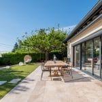 Nouveau revêtement de sol pour la terrasse - Aménagement extérieur d'une maison à Tassin-la-Demi-Lune
