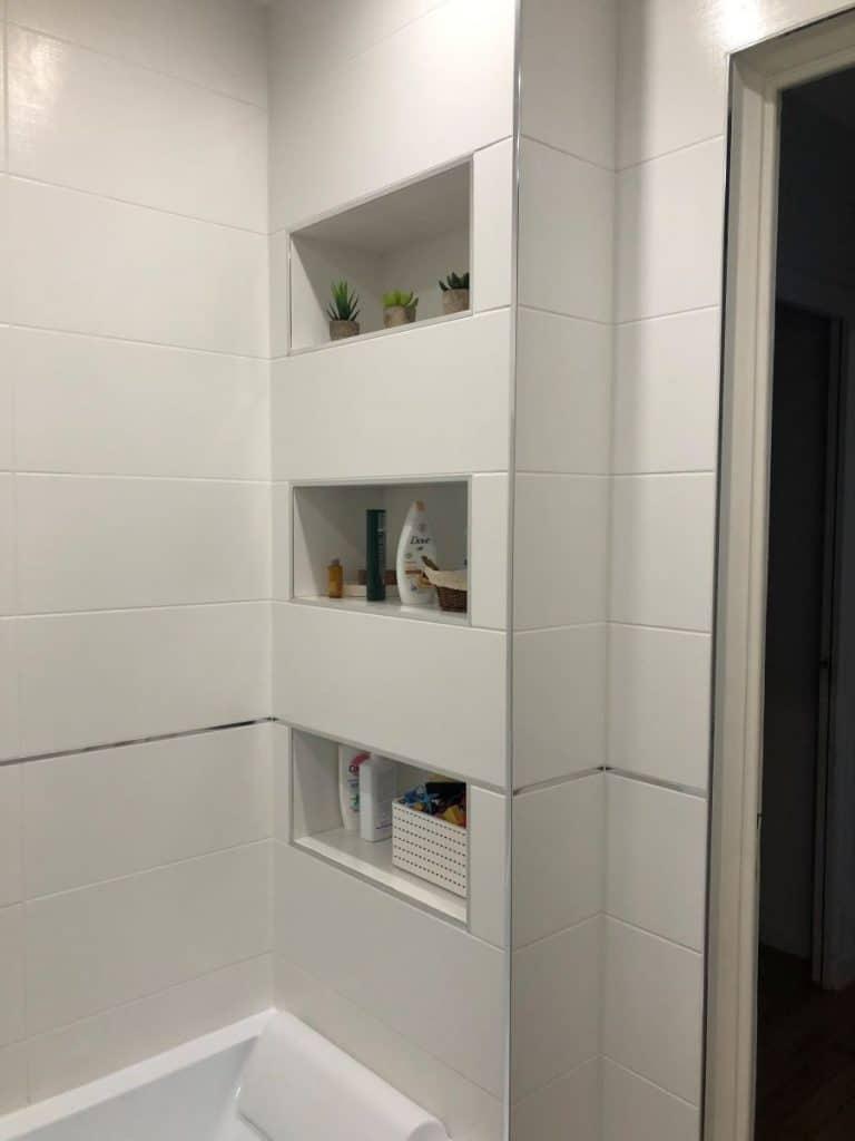 Optimisation des rangements dans la salle de bain - rénovation partielle d'une maison à Lyon