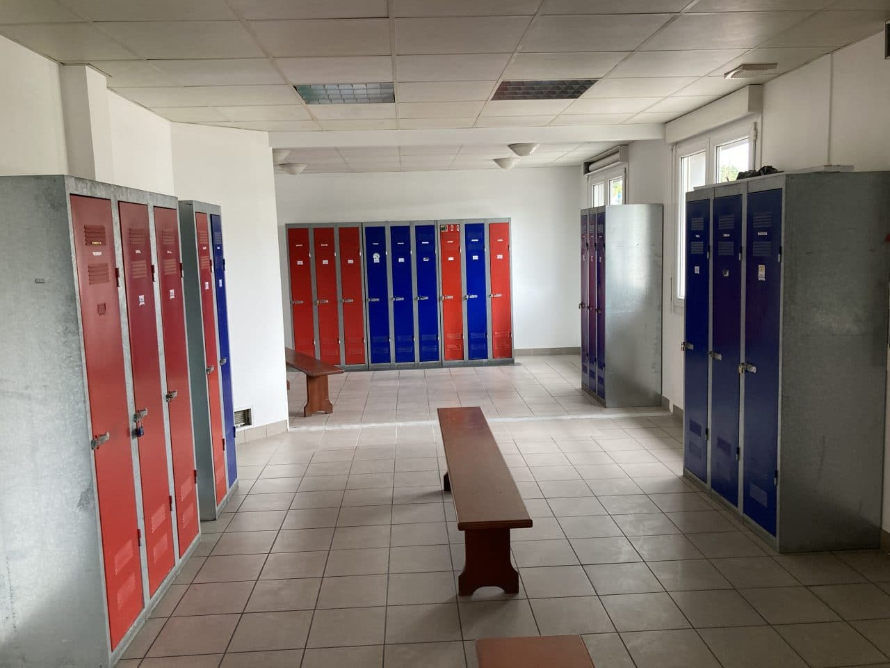 Création d'un espace bureau open space à Carentoir - vestiaires avec rangement