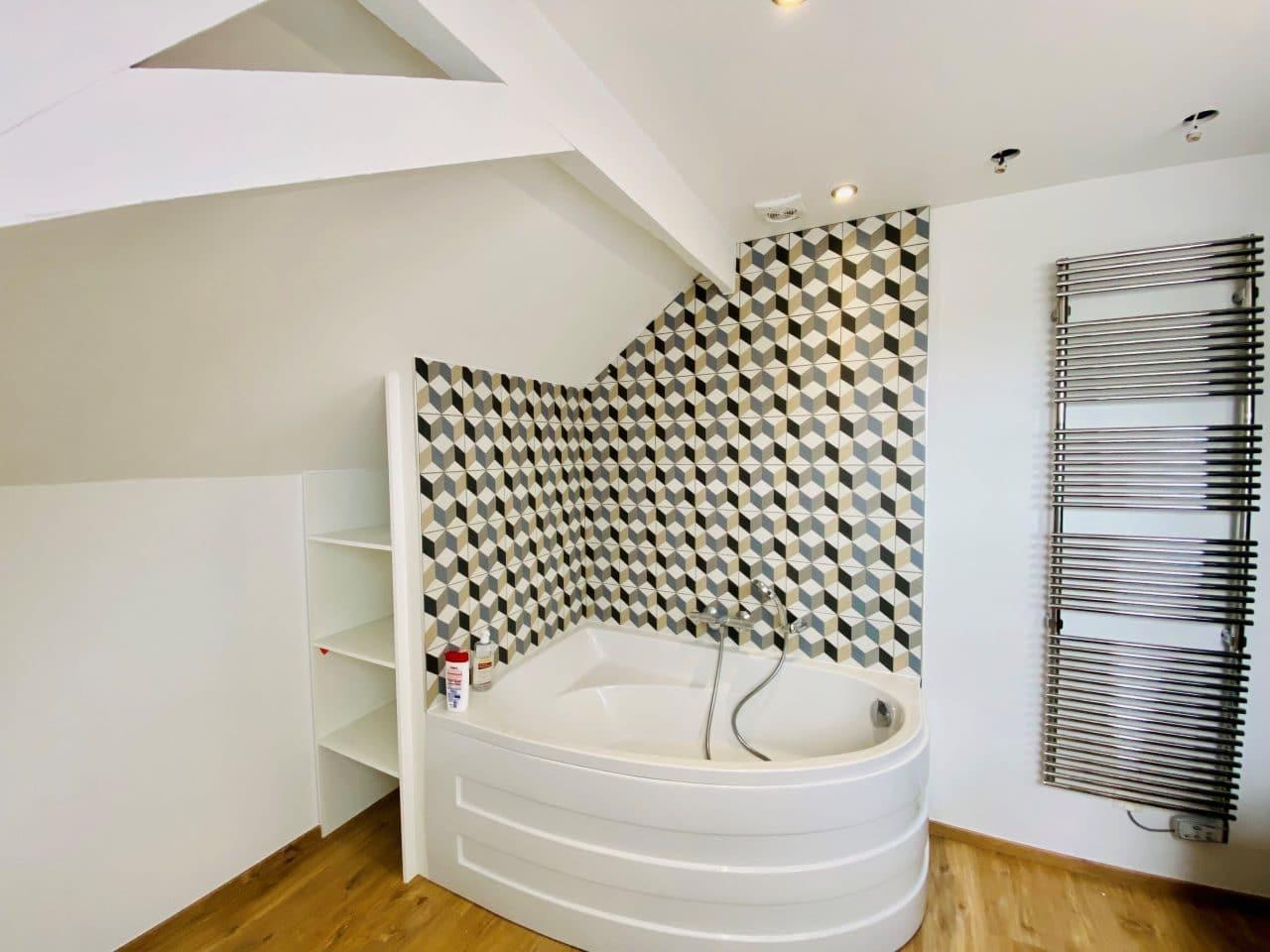Rénovation intérieure d'une maison à Lederzeele - salle de bain avec baignoire