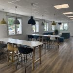 création d'une salle de pause à Carentoir - espace tables
