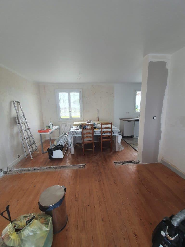 rénovation d'intérieur à Saint-Sulpice-de-Cognac - mur pendant travaux