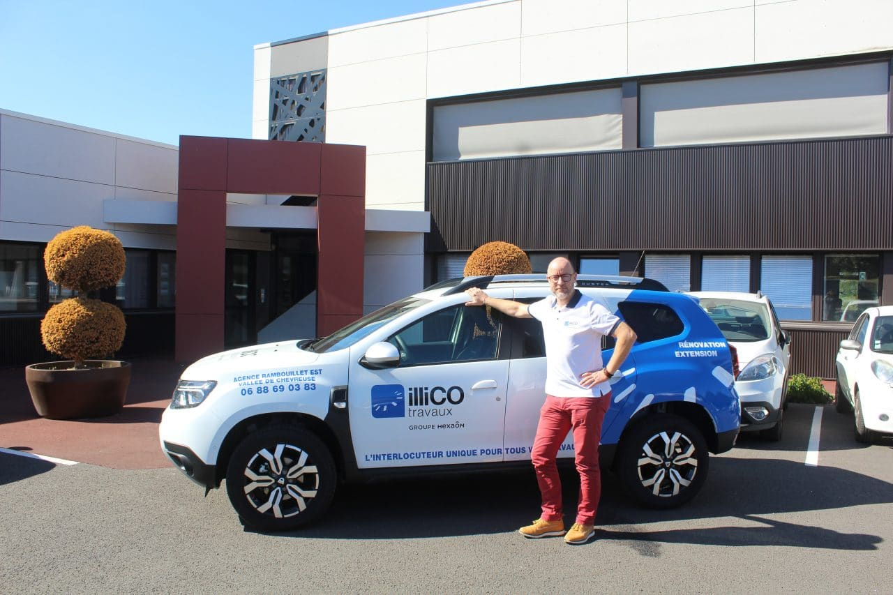 illiCO travaux Rambouillet Est - Vallée de Chevreuse  - responsable d'agence et sa voiture illiCO travaux