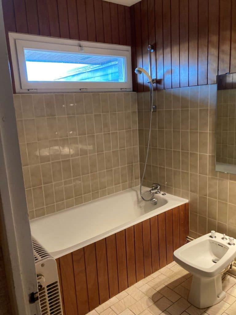 Ancien agencement de la salle de bain - Rénovation d'une salle de bain à Bourges par illiCO travaux