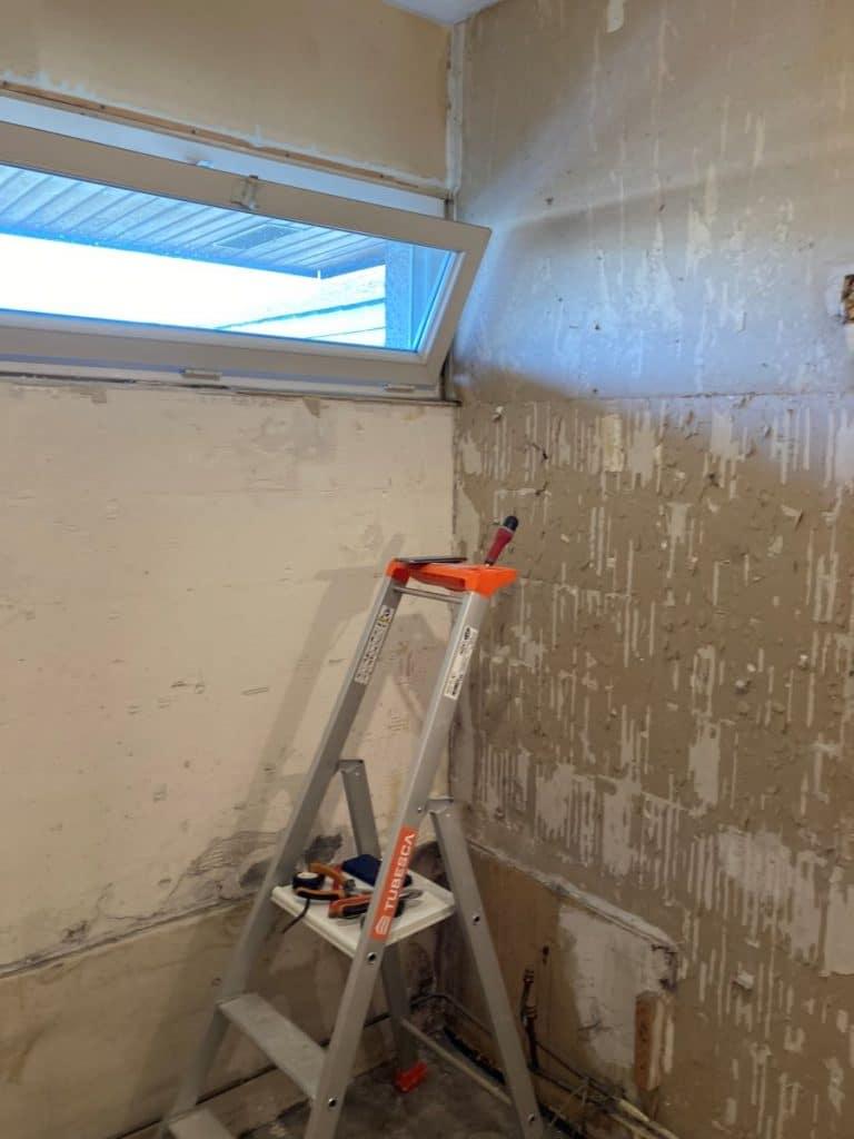 Dépose de l'ancienne salle de bain - Rénovation d'une salle de bain à Bourges par illiCO travaux