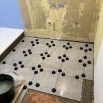 Recevoir et sol en cours de rénovation - Rénovation d'une salle de bain à Bourges par illiCO travaux